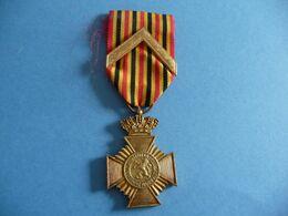 Croix Du Mérite Militaire Avec Chevron - Belgique