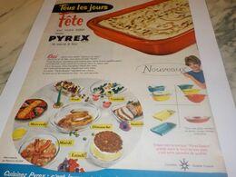 ANCIENNE PUBLICITE FETE SUR VOTRE TABLE PLAT PYREX 1959 - Afiches