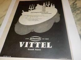 ANCIENNE PUBLICITE INCOMPARABLE SOURCE DE VITTEL  1959 - Afiches
