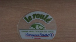 Etiquette Fromage -   Le Roulé Fromagerie Triballat 18220 RIANS - Aschenbecher