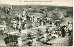 2167. MAROC. MAROCAINS CONSTRUISANT UNE LIGNE DE CHEMIN DE FER - Morocco