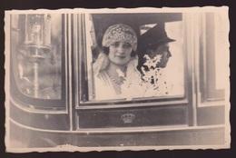 S.M.LA REINE ASTRID EN KONING LEOPOLD III  IN KOETS NA HUWELIJK - Familles Royales