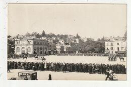 CARTE PHOTO - LAVAL - CEREMONIE MILITAIRE, PLACE DU MONUMENT AUX MORTS - 53 - Laval