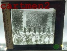 GUERRE 1870 OTAGES FUSILLES A LA PRISON DE LA ROQUETTE PARIS COMMUNE PLAQUE DE VERRE PHOTOGRAPHIE LA BONNE PRESSE - Glass Slides