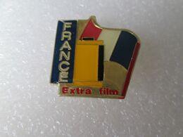 PIN'S   EXTRA FILM  FRANCE - Fotografia