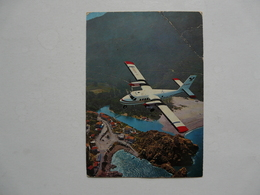 CARTE POSTALE PUBLICITAIRE : HORAIRES - Twin Otter AIR-ALPES Au Dessus De La Baie De Porto, Corse - Publicidad