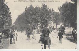 CHATELAILLON - 2 Cartes - Boulevard De La République ( Défilé Militaire ) & Plage - Châtelaillon-Plage
