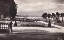 R433131 Blaye. Gironde. 53. Le Square. Combier Imp. Macon - Postcards