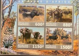 A) 2017, GABON, FAUNA OF AFRICA RHINOSERONTE, BUFFALO, ELEPHANT, LION, MNH - Gabun (1960-...)