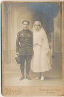 Photo Cabinet : Portrait Mariage - Militaire Aviateur - Insigne De Pilote Par Yrondy à Paris (Ca 1915/1920) (BP) - Krieg, Militär