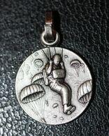 """Pendentif Médaille Religieuse Fin XXe """"Saint Michel, Patron Des Parachutistes - Le Mont Saint Michel"""" Religious Medal - Godsdienst & Esoterisme"""