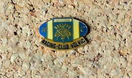Pin's RUGBY RC VOLVIC (63) Insigne Des COMPAGNONS TAILLEUR DE PIERRES - Verni époxy - Fabricant Inconnu - Rugby