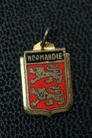 """Pendentif Ancien Années 20 """"Armoiries De La Normandie"""" - Pendants"""