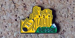 Pin's RUGBY RC MONTAIGUT BESSE (63) - Peint Cloisonné - Fabricant J2L - Rugby