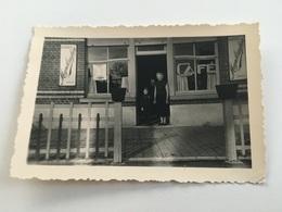 Photo Privée 1958 OLLIGNIES Lessines Café Avec Publicités Plaques émaillées Bières Meynsbrughen Silly - Lessines