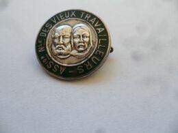 "(Organisation 1944 / 1946 ??)  -  Médaille (type Broche)   "" Association Nationale DES VIEUX TRAVAILLEURS "" - Vereinswesen"