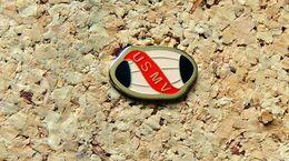Pin's RUGBY US MV MARTRES DE VEYRE (63) - Peint Cloisonné - Fabricant Inconnu - Rugby