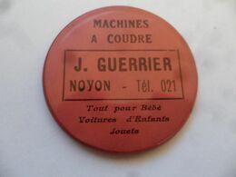 """(Publicité Ancienne - Oise) - Miroir De Poche Publicitaire """" Machines à Coudre  J. GUERRIER à NOYON """" (+ Bébés, Jouets) - Other"""
