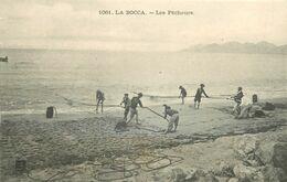 06 LA BOCCA. Les Pêcheurs Au Filet (carte Effeuillée)... - Cannes