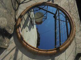 Vintage - Grand Miroir Mural Entourage En Rotin - Années 80 - Meubles