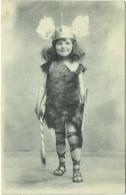 Enfant Habillé En Gaulois. - Portraits