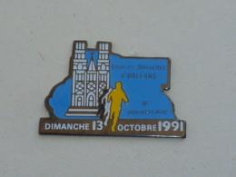 Pin's ATHLETISME, 10° ANNIVERSAIRE COURSE NOUVELLE D ORLEANS - Atletica