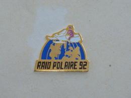 Pin's MOTONEIGE, RAID POLAIRE 92 - Sport Invernali
