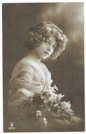 Jeune Fille Avec Les Cheveux Bouclés Et Un Bouquet De Roses édition P.R.A. 2891/3 - Portraits