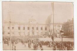 MILITAIRE - RENNES - FOULE DEVANT LE PARLEMENT DE BRETAGNE, LE JOUR DU DEFILE DE LA VICTOIRE -  - 31 AOUT 1919 - 35 - Krieg, Militär