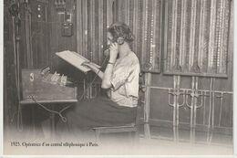 AUTRE COLLECTION 3 : Opératrice D'un Central Téléphonique A Paris En 1925  édit. Atlas , Photo Roger Viollet - Autres