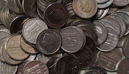 1 Kilo Nederlandse Kwartjes Van 1948 T/m 2001 - Coins & Banknotes