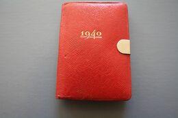 1940 WWII -- Mini AGENDA DE POCHE Mignon Calendrier Notes Manuscrite Au Crayon  Sur Ce Carnet Fermoir Voir Scans - Andere Verzamelingen