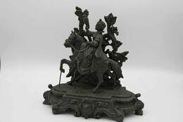 674 - Ancienne Statuette En Régule - Cavalière à La Chasse Au Faucon Au Moyen Age - Sculptures