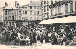 LOUVIERS - La Place De La Halle Un Jour De Marché - Louviers