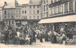 LOUVIERS - Place De La Halle Un Jour De Marché - Louviers