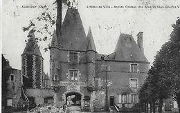 Aubigny Sur Nere. Travaux De Pavage Devant L'ancien Chateau Des Stuarts Devenu Hotel De Ville, Voir Le Timbre. - Aubigny Sur Nere