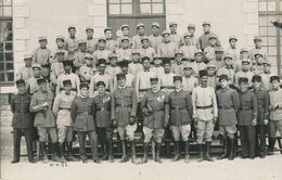 Carte-Photo : Portrait Militaire - Groupe, Officiers, Artilleurs - N°19 Sur Képi (21.6.1934).(BP) - War, Military