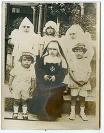Snapshot Etrange Surreal Surrealisme Enfant Kid Deguisement Costume Cosplay Nonne Religion  Fille Girl Cute 1900 10s - Persone Anonimi