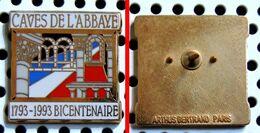 Pin's Bicentenaire Des CAVES DE L'ABBAYE 1793-1993 - émaillé à Froid époxy - Fabricant ARTHUS BERTRAND - Getränke