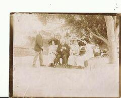 Prats De Mollo Photo 1911  Groupe De Personnes Avec Femmes Avec Chapeaux  12  X 9 Cm - Foto