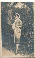 Carte-Photo : Métier - Pêche - Femme Avec épuisette - Chatelaillon (Ca 1919) (BP) - Berufe