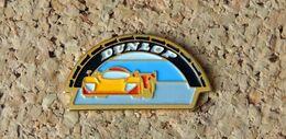Pin's La Passerelle DUNLOP Au 24h Du Mans - Peint Cloisonné - Fabricant Inconnu - Rallye
