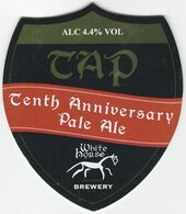 WHITE HORSE BREWERY  (FARINGDON, ENGLAND) - TAP TENTH ANNIVERSARY PALE ALE - PUMP CLIP FRONT - Uithangborden