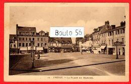 CPM(76.Seine-Maritime) -Yvetot .n°15 - La Place Du Marché,avec Au Fond La Maison  Brehier. - Yvetot
