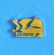 1 PIN'S // ** LA POSTE / CNIT ESPACE POSTE ** - Post