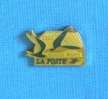 1 PIN'S // ** ESPACE POSTE CNIT / LA POSTE ** - Post