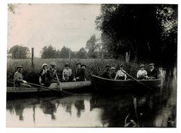 VOID  55  Promenade En Barque Sur La Riviére . Endroit Et Personnes A Reconnaitre . En 1913 ( Voir Dos ) - Altri Comuni