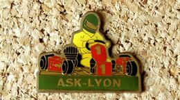 Pin's KART ASK-LYON Association Sportive - Verni époxy - Fabricant L'OBJET MEDIA - Rallye