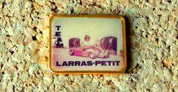 Pin's KART TEAM LARRAS-PETIT - Photo Vernie époxy - Fabricant Inconnu - Rallye
