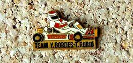 Pin's KART TECNO TEAM Y. BORDES T. RUBIO - Verni époxy - Fabricant ARKOS - Rallye